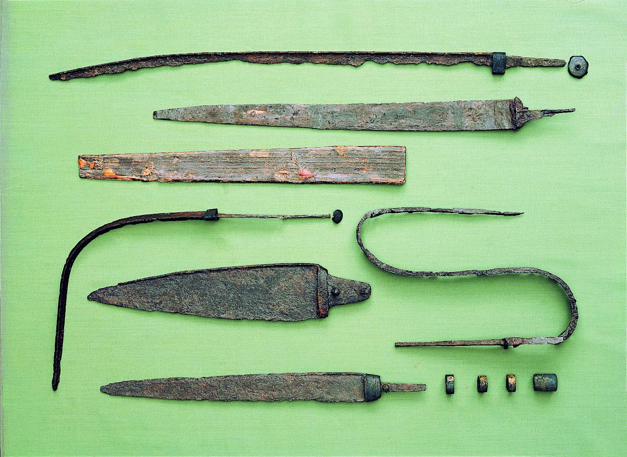 Seks originale sværd fra fundet.