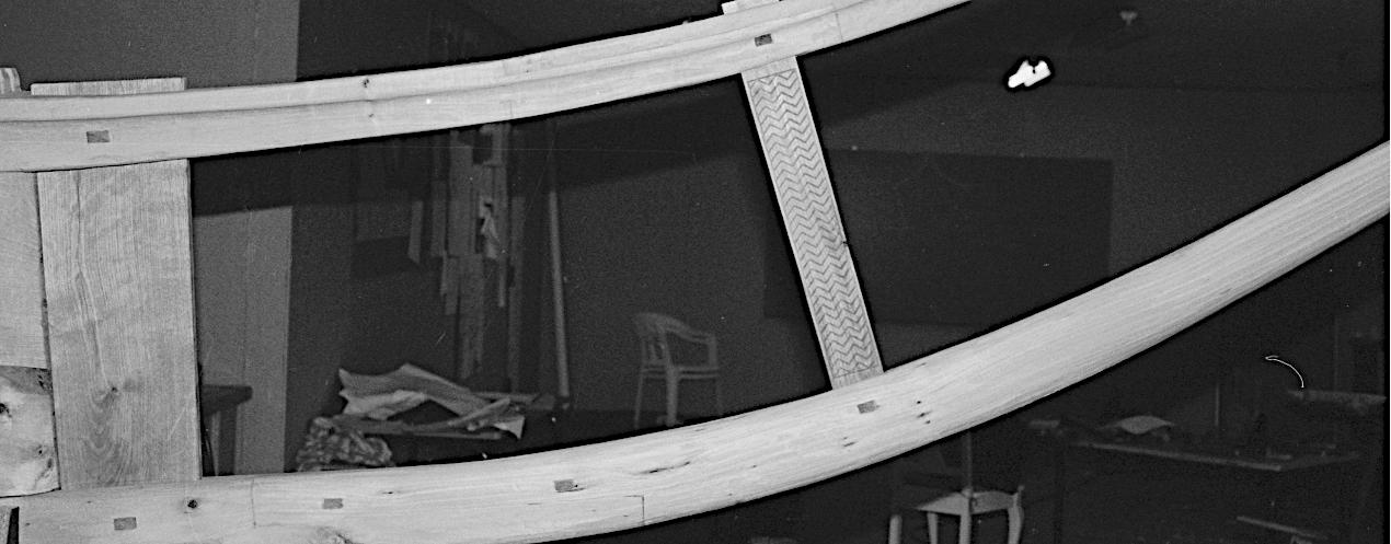 Det færdigsamlede stævnstykke med kølhorn, stævntræet og hornstøtten fastholdt med firkantede dyvler af egetræ.