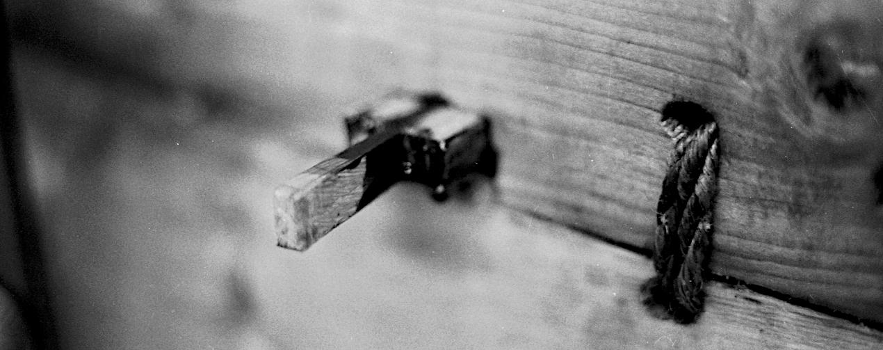 Detalje af låsepinden i en stævnklods.