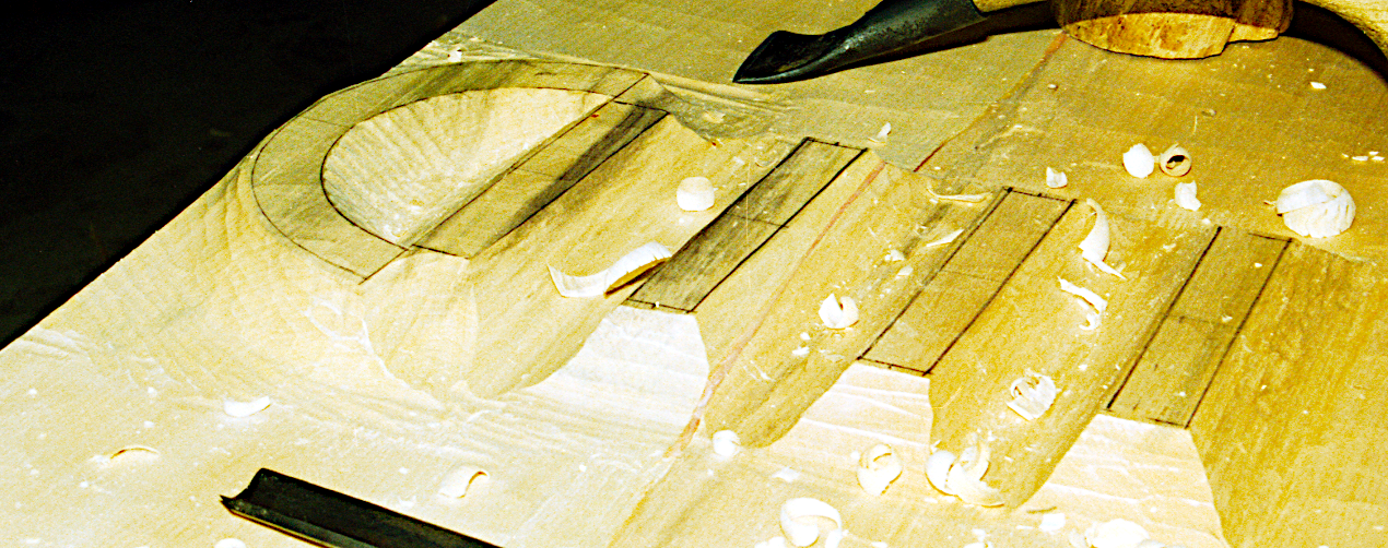 Skrubbearbejdning af øverste ringklampe.