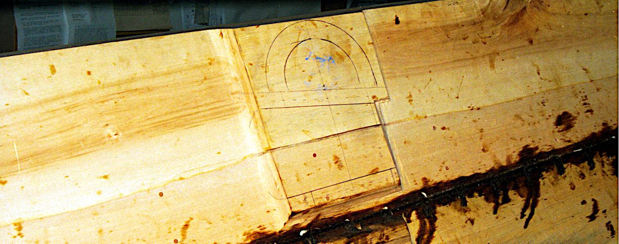 Klamperne ved spant 1 og 10 laves i båden.