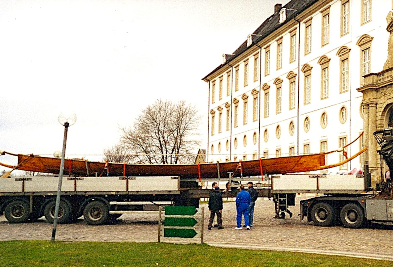 Tilia er ankommet til Gottorp Slot på en stor lastbil.