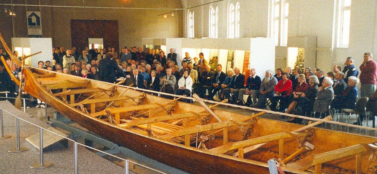 Tilia i centrum for udstillingen.