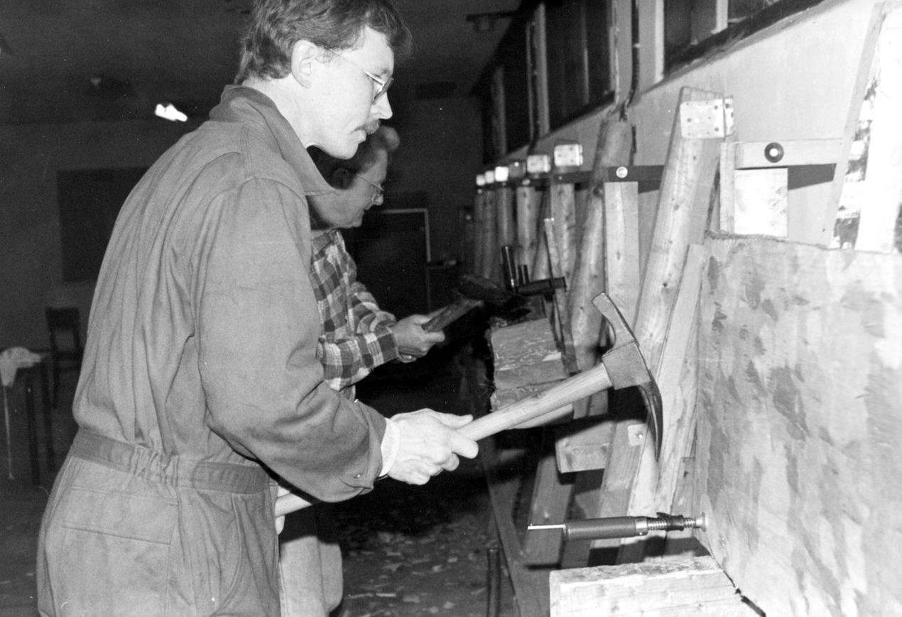 Øvelse i træbearbejdning: fremstilling af skjolde.