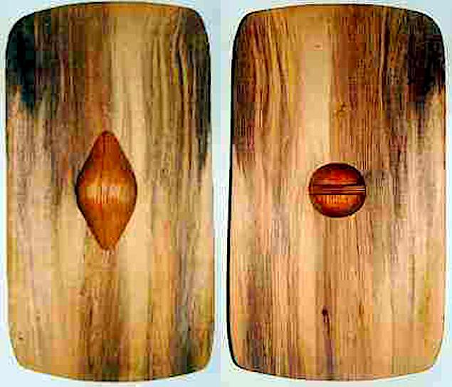 Kopi af skjold set fra de to sider. Den elegante montering af håndtaget er vist.