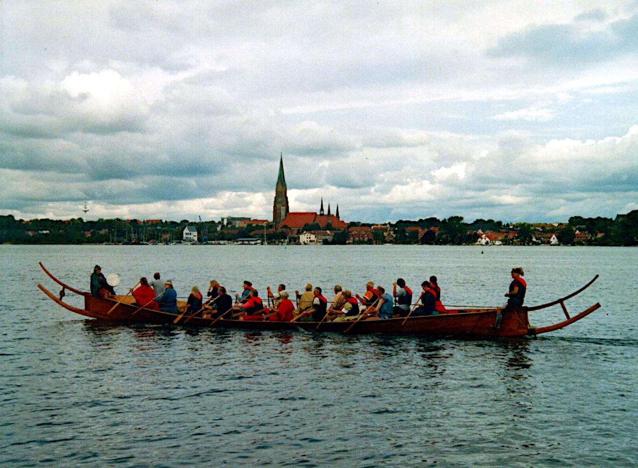 Tilia på Slien med domkirken i baggrunden.